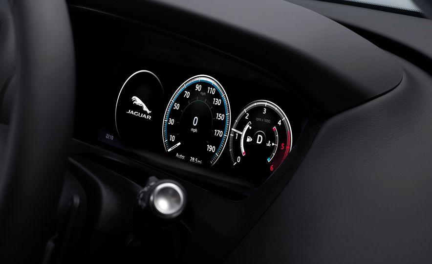 2017 Jaguar F-Paces - Slide 33