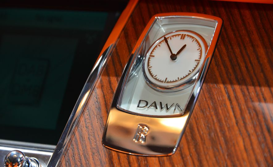 2017 Rolls-Royce Dawn - Slide 28