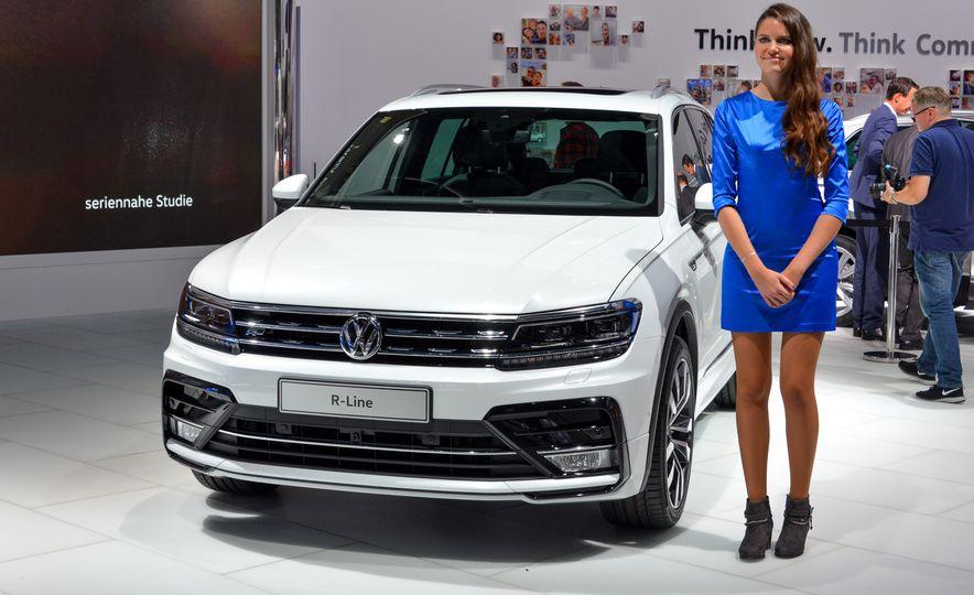 2017 Volkswagen Tiguan R-Line 4MOTION (Euro-spec) - Slide 2