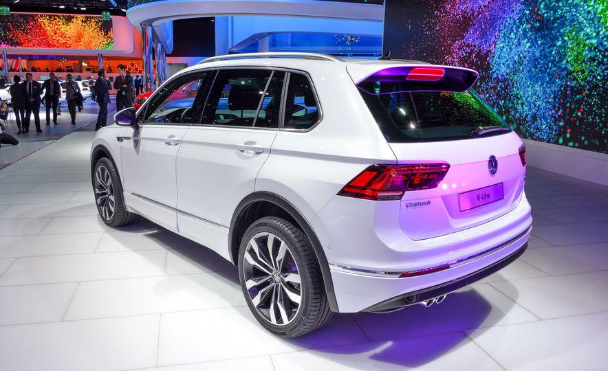 2017 Volkswagen Tiguan R-Line 4MOTION (Euro-spec) - Slide 5