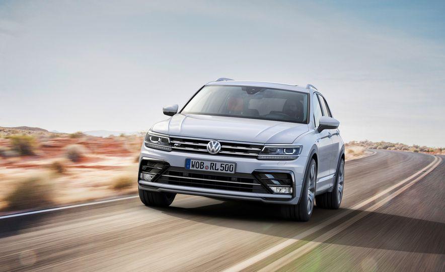 2017 Volkswagen Tiguan R-Line 4MOTION (Euro-spec) - Slide 16