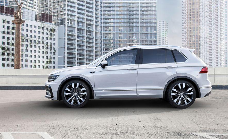 2017 Volkswagen Tiguan R-Line 4MOTION (Euro-spec) - Slide 19