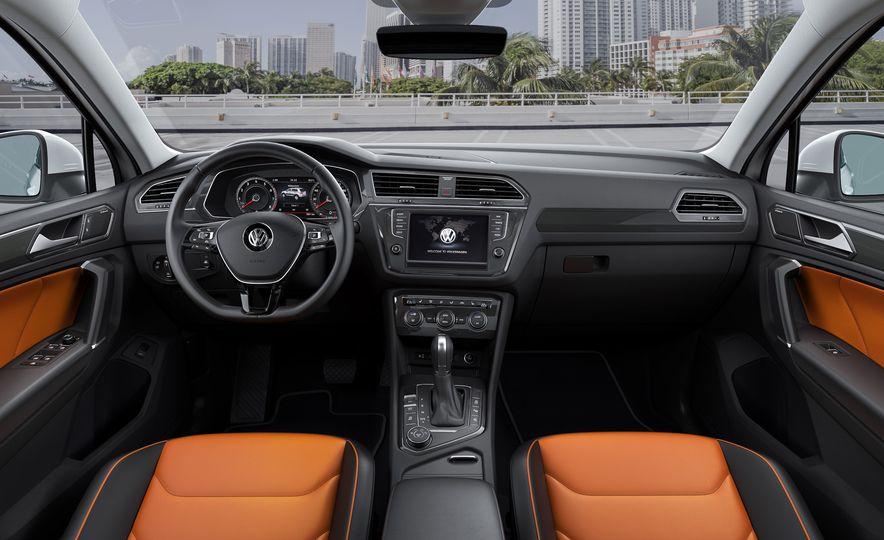 2017 Volkswagen Tiguan R-Line 4MOTION (Euro-spec) - Slide 20