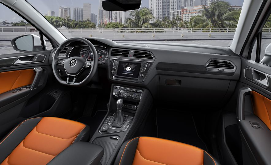 2017 Volkswagen Tiguan R-Line 4MOTION (Euro-spec) - Slide 21