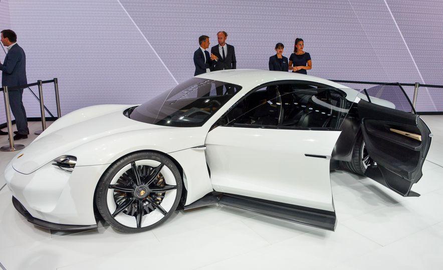Porsche Mission E concept - Slide 1