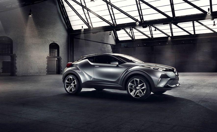 Toyota C-HR concept - Slide 23