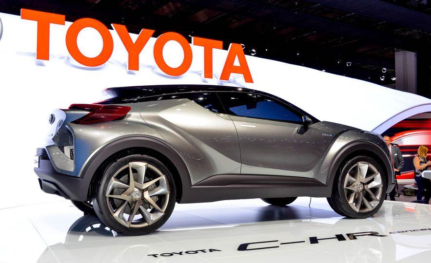 Toyota C-HR concept - Slide 8