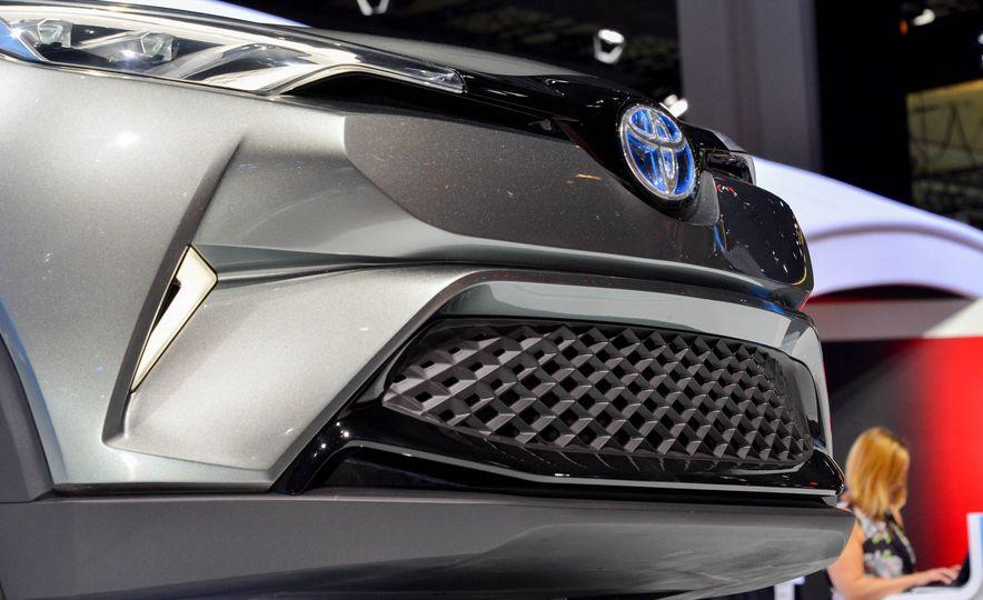 Toyota C-HR concept - Slide 11