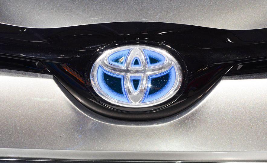 Toyota C-HR concept - Slide 12
