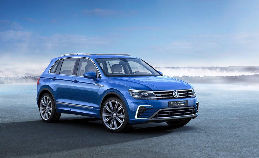 2017 Volkswagen Tiguan R-Line 4MOTION (Euro-spec) - Slide 31