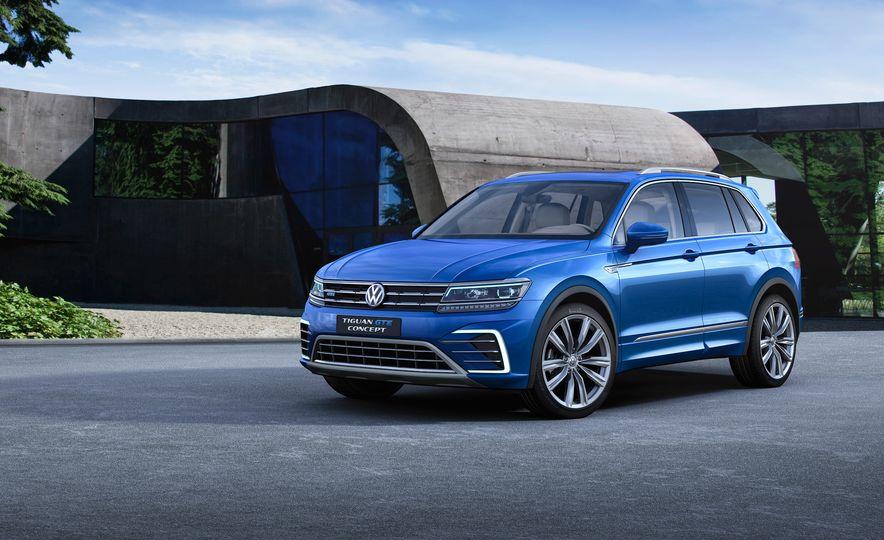 2017 Volkswagen Tiguan R-Line 4MOTION (Euro-spec) - Slide 42