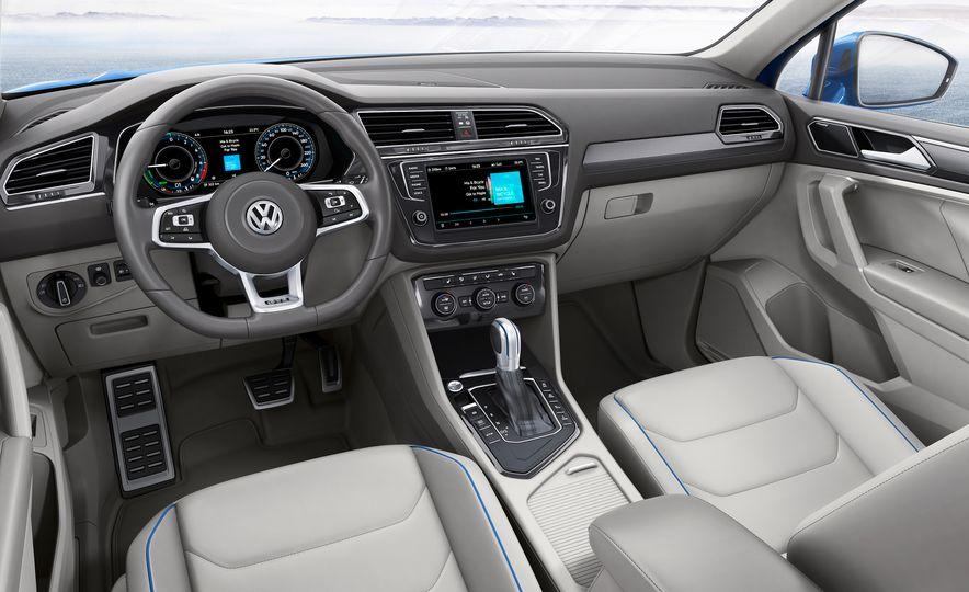 2017 Volkswagen Tiguan R-Line 4MOTION (Euro-spec) - Slide 45