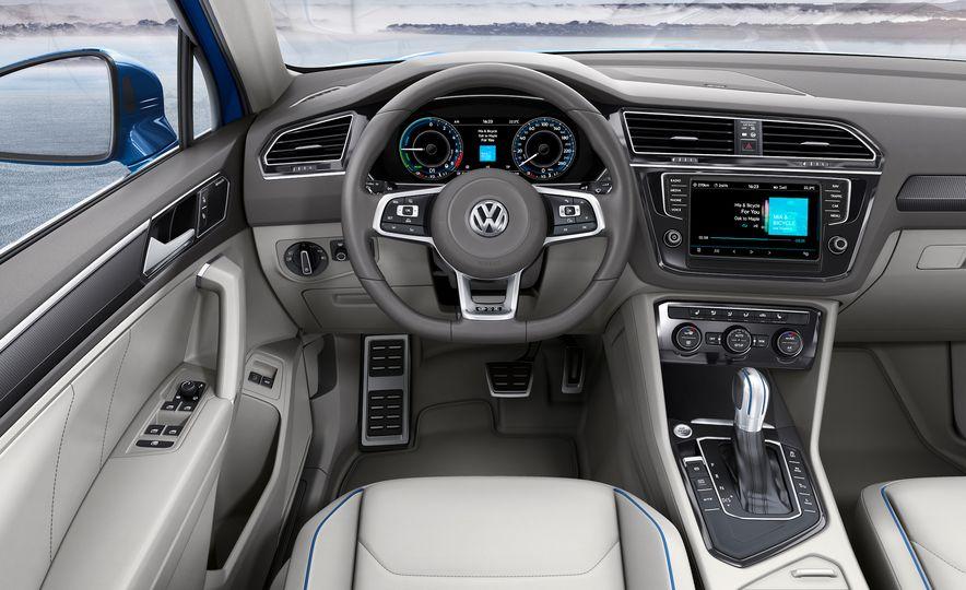 2017 Volkswagen Tiguan R-Line 4MOTION (Euro-spec) - Slide 47