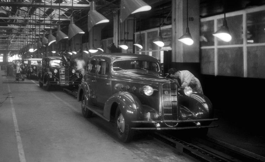 10 Luxury Car Brands That Time Forgot - Slide 18