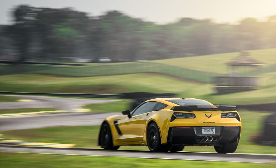 2015 Chevrolet Corvette Z06 - Slide 15