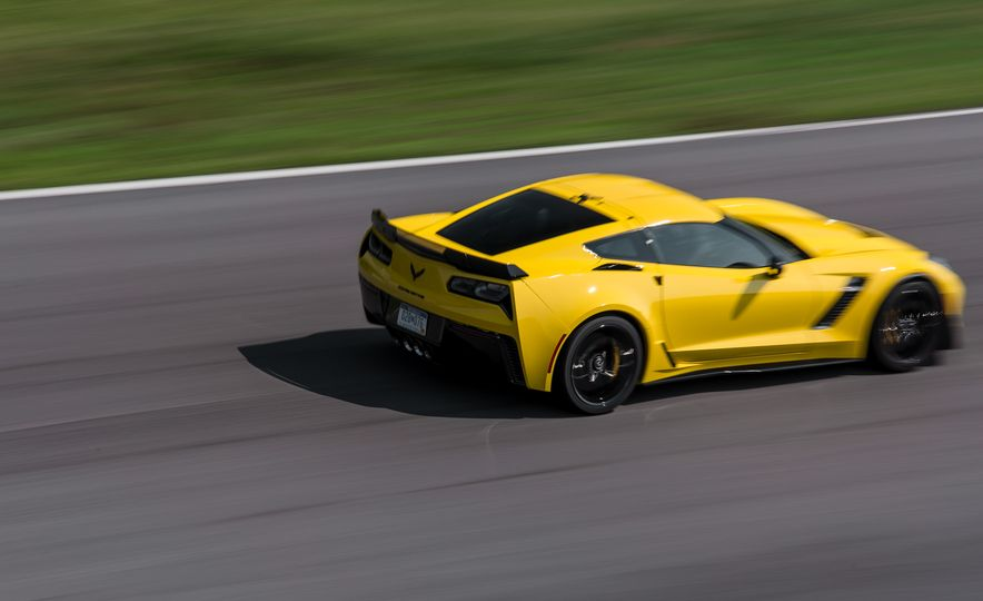 2015 Chevrolet Corvette Z06 - Slide 17