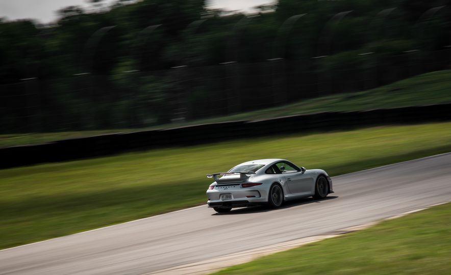 2015 Porsche 911 GT3 - Slide 22