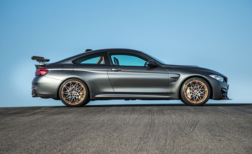 2016 BMW M4 GTS - Slide 17