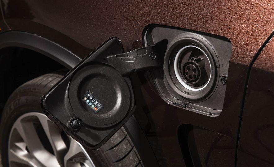 2016 BMW X5 xDrive40e - Slide 14