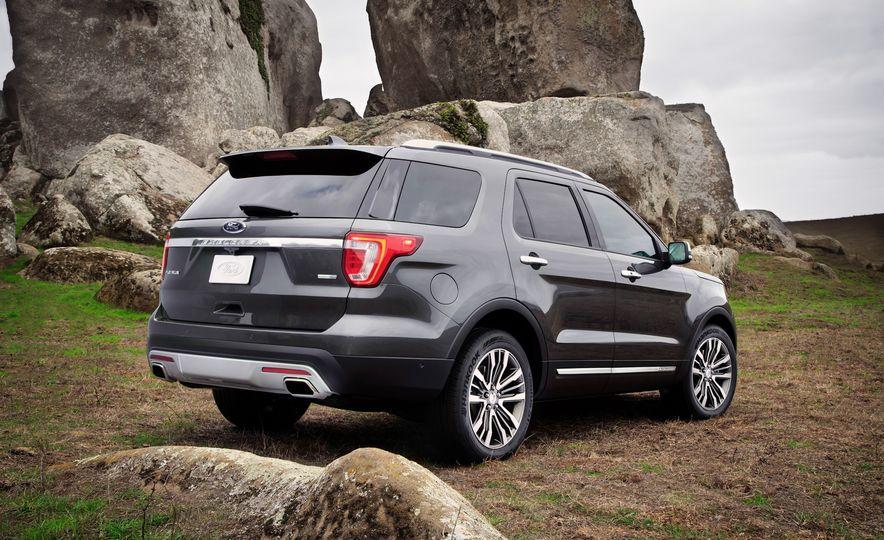 2016 Ford Explorer Platinum - Slide 43