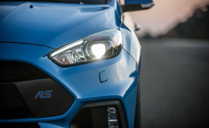 2016 Ford Focus RS - Slide 10