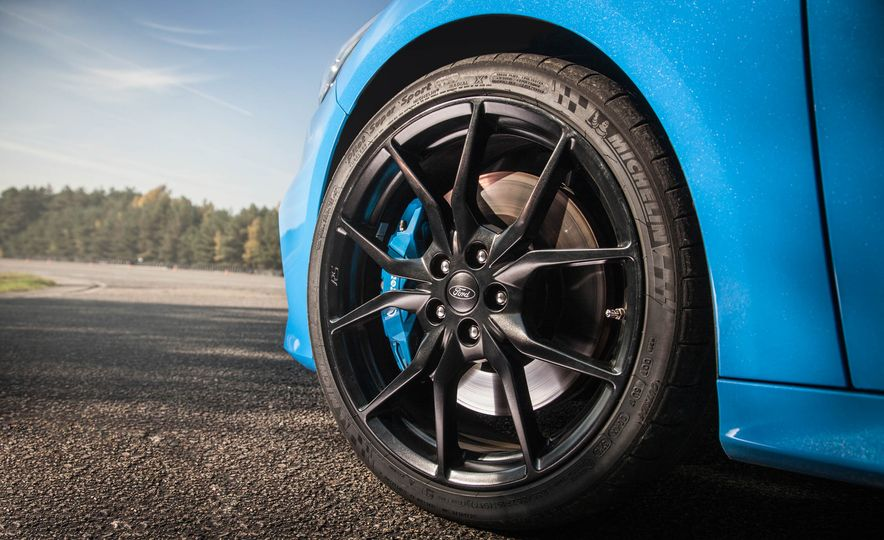 2016 Ford Focus RS - Slide 11