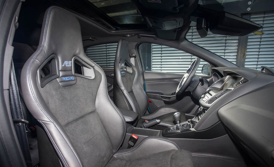 2016 Ford Focus RS - Slide 18