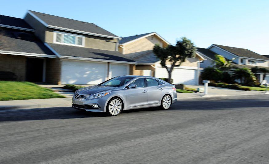 2016 Hyundai Genesis - Slide 14