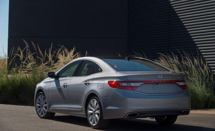 2016 Hyundai Genesis - Slide 20