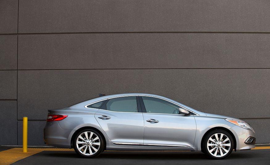 2016 Hyundai Genesis - Slide 22