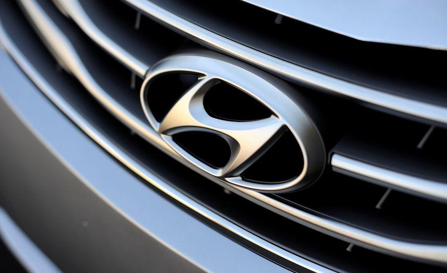 2016 Hyundai Genesis - Slide 24