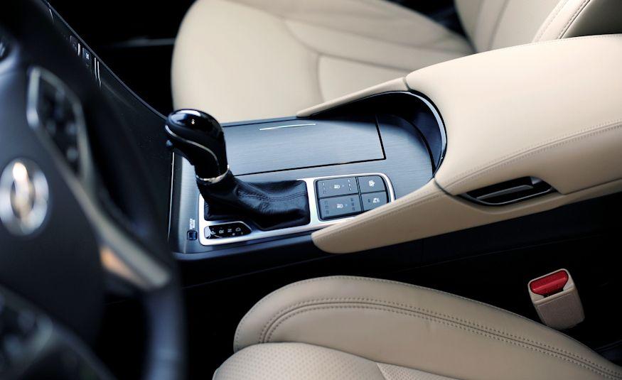 2016 Hyundai Genesis - Slide 32