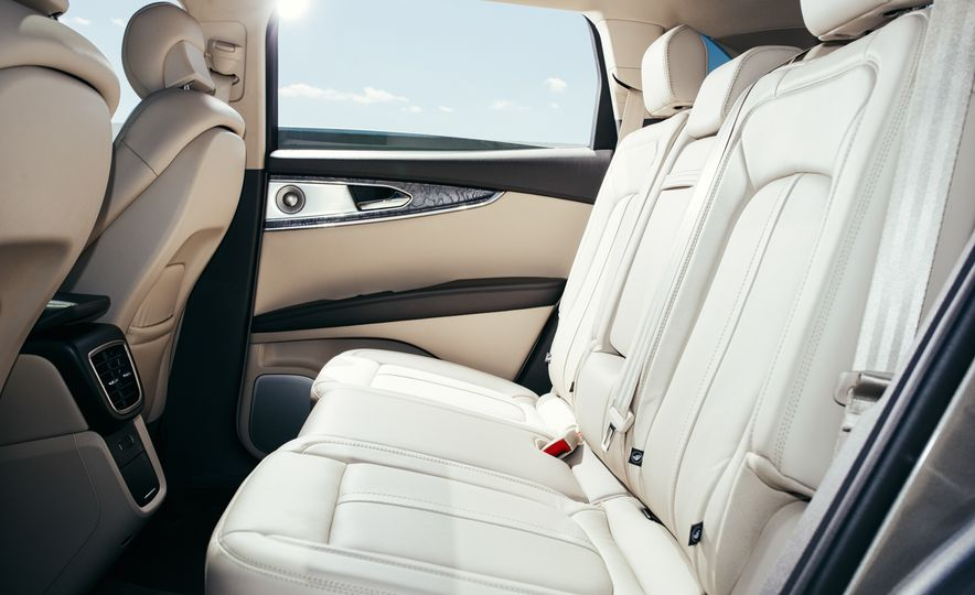2016 Lincoln MKX Reserve AWD - Slide 8