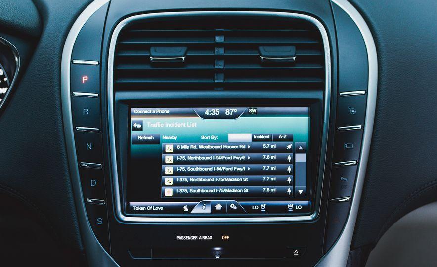 2016 Lincoln MKX Reserve AWD - Slide 9