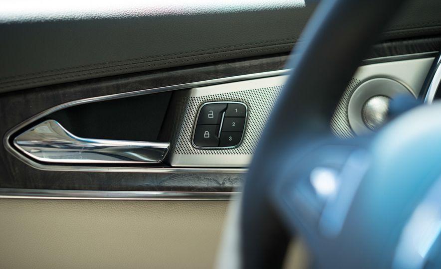 2016 Lincoln MKX Reserve AWD - Slide 12