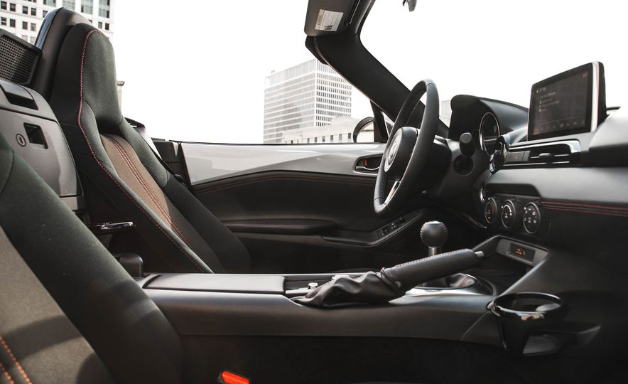 2016 Mazda MX-5 Miata - Slide 131