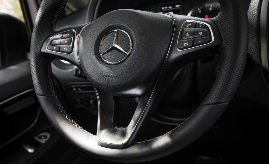 2016 Mercedes-Benz Metris - Slide 34