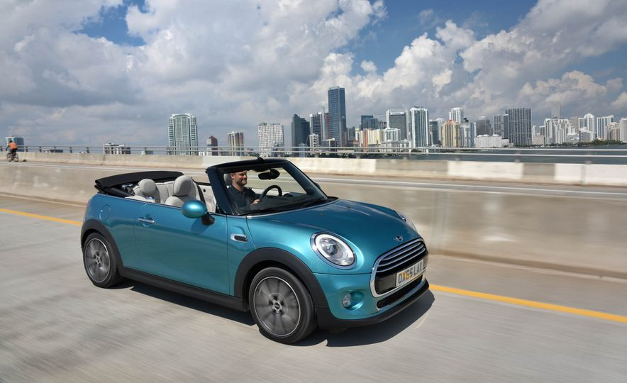2016 Mini Cooper convertible - Slide 1