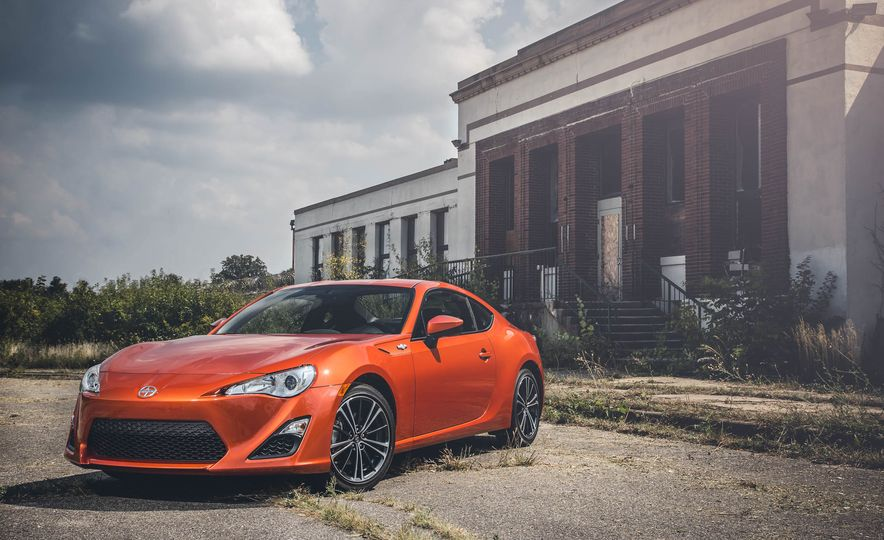 2016 Scion FR-S - Slide 1