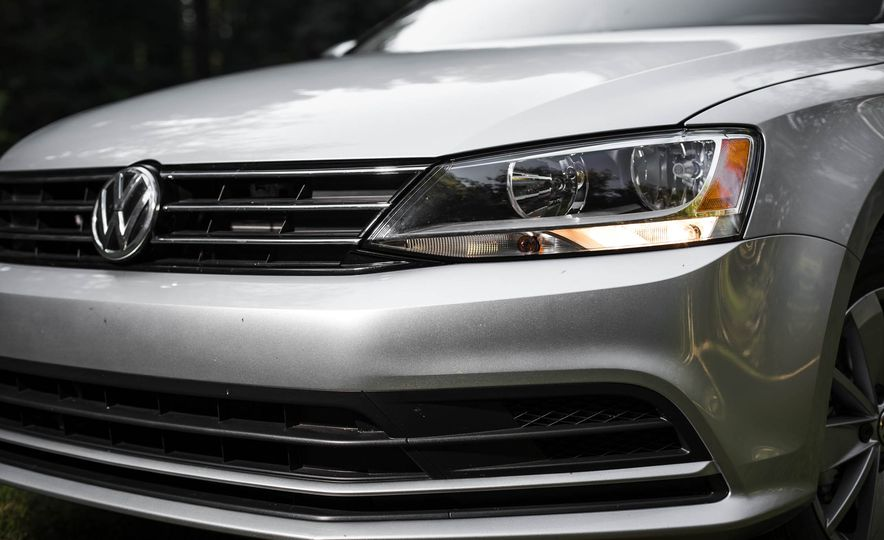 2016 Volkswagen Jetta 1.4T - Slide 3