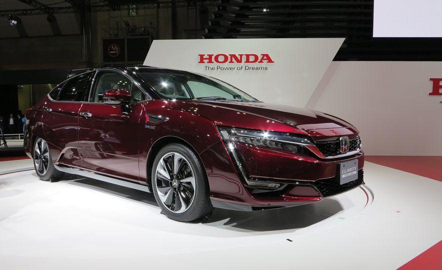2017 Honda fuel-cell vehicle - Slide 1