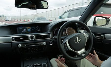 Lexus Debuts Self-Driving Feature, Will Come to Market by 2020