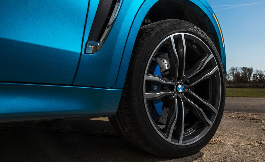 2015 BMW X6 M - Slide 12