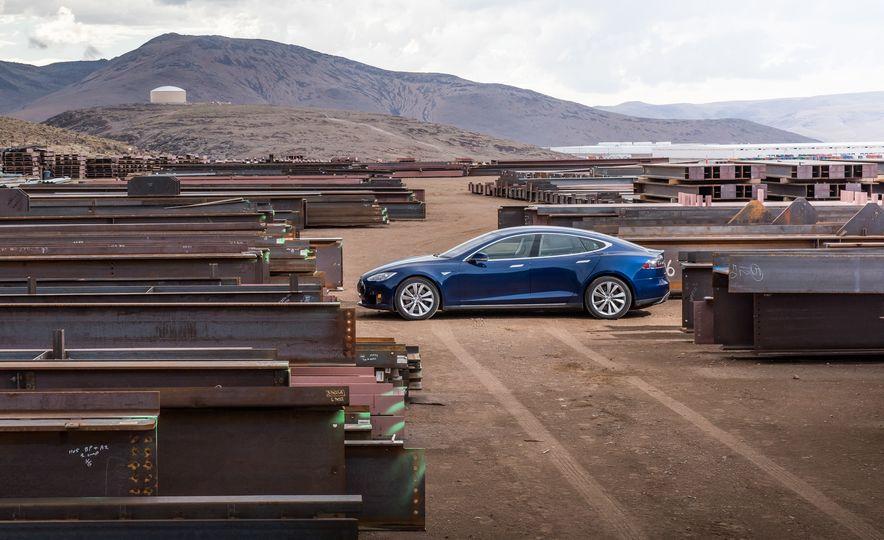 2015 Tesla Model S - Slide 2