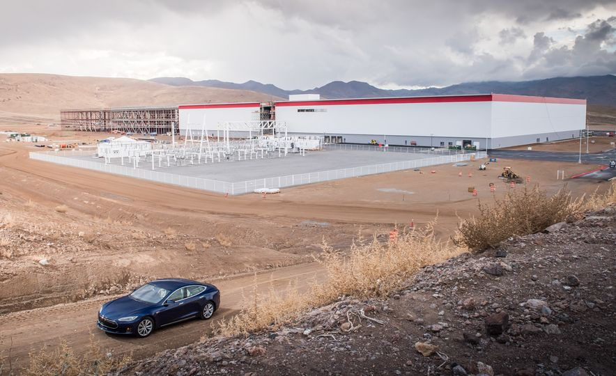 2015 Tesla Model S - Slide 3