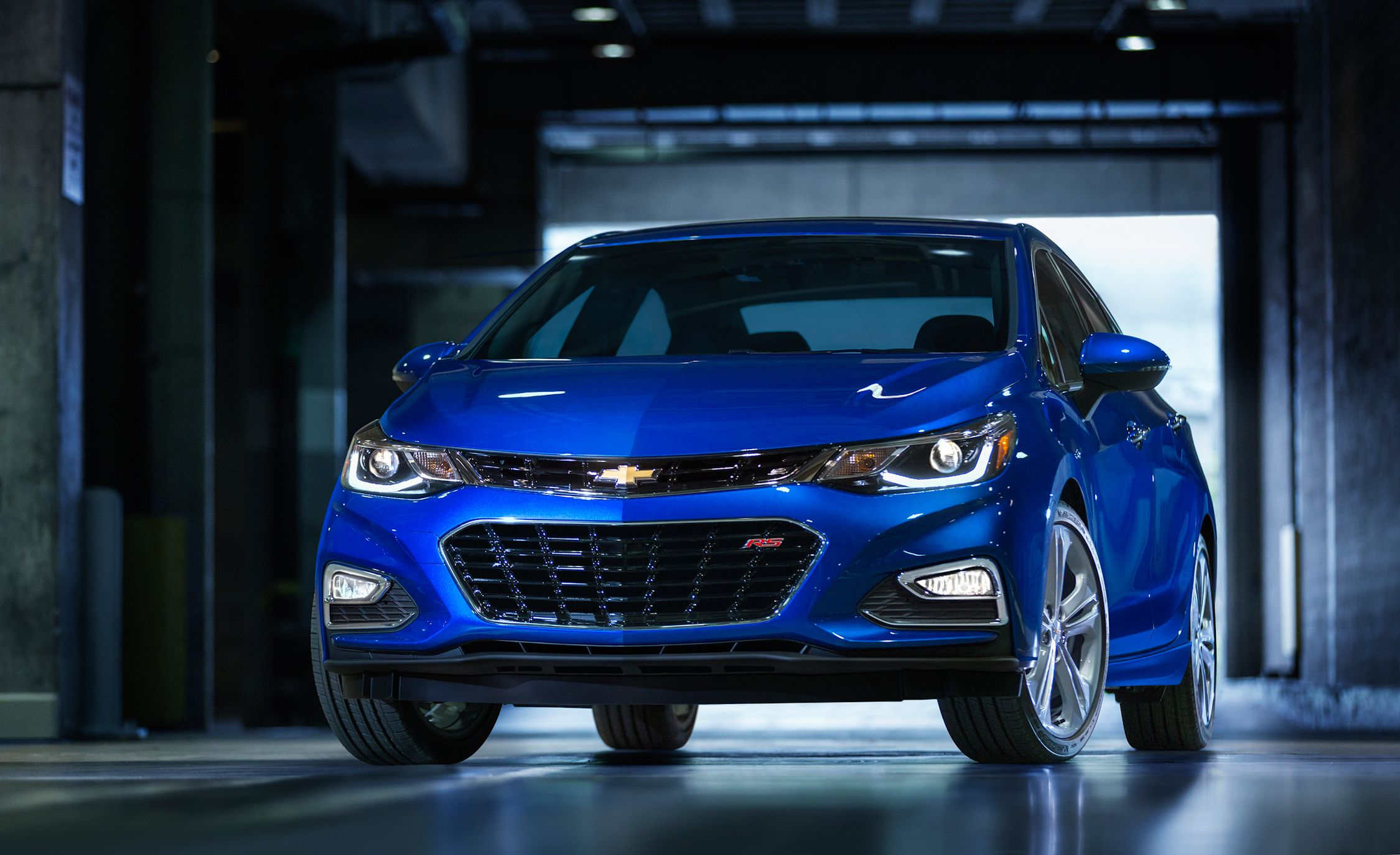 2016 chevrolet cruze pictures   photo gallery   car and driver