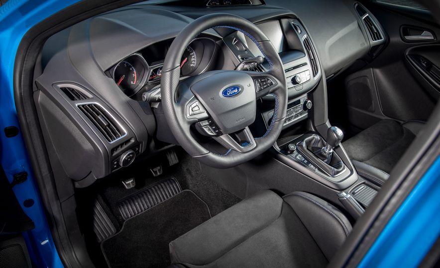 2016 Ford Focus RS - Slide 38