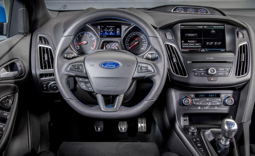 2016 Ford Focus RS - Slide 41
