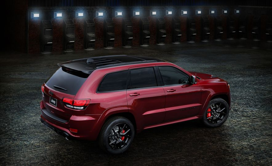 2017 Jeep Grand Cherokee Trackhawk - Slide 5