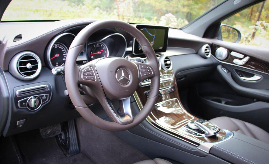 2016 Mercedes-Benz GLC300s - Slide 24